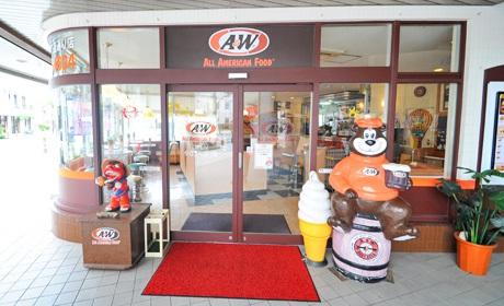 写真:ハンバーガーショップ「A&W」